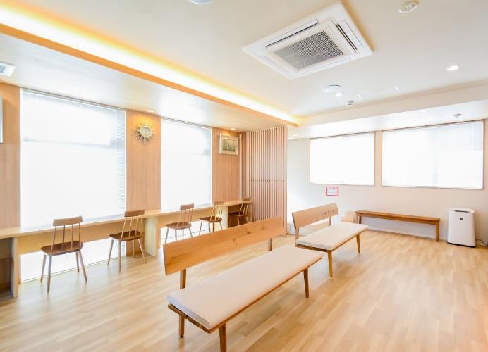 木の温もりあふれる落ち着いた医院